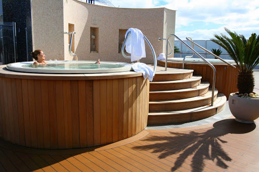 Oceania_OClass_Spa_Private_Terrace - Time for some me time: Enjoy the luxury of soaking in your own private hottub during your Oceania sailing.