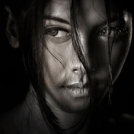 looking by Ivan Lee - People Portraits of Women ( canon, model, girl, bw, beauty,  )