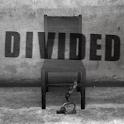 DIVIDED -監禁された部屋からの脱出- logo