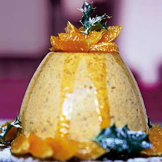 Iced Christmas-pudding mousse.