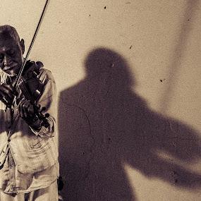 Shadow Duet by Edwin Montgomery - Black & White Street & Candid ( chicago short, violin, shadow, street, streets, artist, viola, shadows, street photography )
