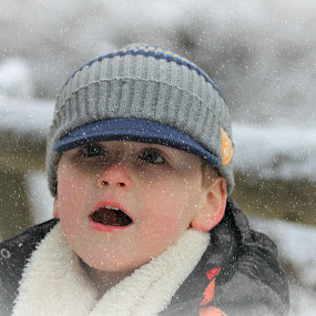 Woww,it's snowing! by Eva Lechner - Babies & Children Children Candids ( joy, snow, boy, portrait )