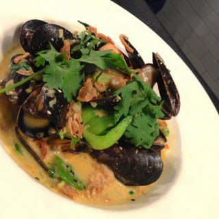 Thai-Style Mussels with Lemongrass.