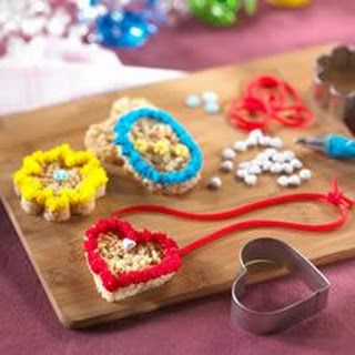 Lovely Locket Treats™