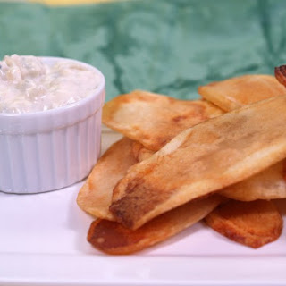 Hot Potato Chips With Blue Cheese Sauce