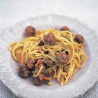 Sausage carbonara (Linguine alla carbonara di salsiccia).