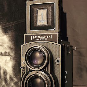 Flexaret automat by Charles KAVYS - Artistic Objects Antiques ( flexaret automat, meopta, belar, two lens, old cameras,  )