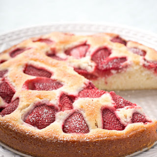 Fresh Strawberry Buttermilk Cake