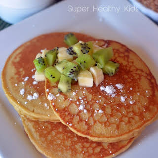 Blender Wheat Pancakes with Kiwi and Bananas.