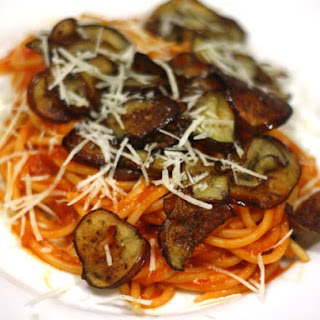 Spaghetti With Tomato Sauce and Pan-Fried Eggplant