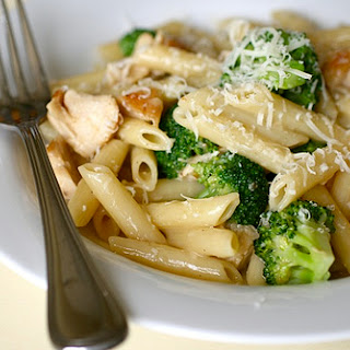 Pasta with Roasted Garlic, White Cheddar & Wine Sauce.