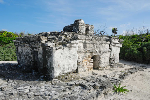 caracol-PuntaSur-Cozumel - Just northeast of the Punta Sur lighthouse on Cozumel is the Caracol (Tumba del Caracol), a Maya building erected during the post-classic period.