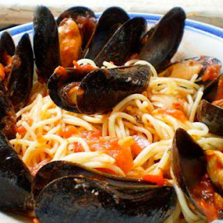Mussels in Spicy Tomato Sauce.