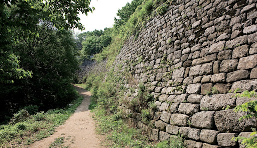 Pedestrian path along the walls of Namhansanseong