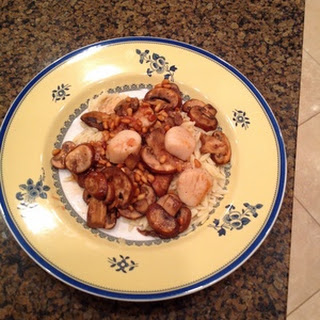 Sautéed Scallops and Mushrooms with Pine Nuts