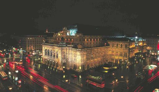 state-opera-at-night - State Opera House at night in Vienna, Austria.