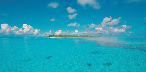 The atoll of Rangiroa consists of about 415 motus (sand islands), islets and sandbars.