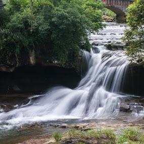 Shifen Waterfall at Taiwan by Wong Koh - Landscapes Waterscapes ( shifen, taiwan, taipei, waterfall, waterscapes,  )