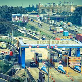 GT Bekasi Barat 3 by Pak'de Blangkon - City,  Street & Park  Street Scenes ( gerbang tol, bekasi )