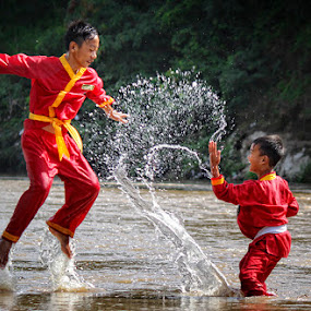 WATER FIGHT by Haris Fallin - Babies & Children Children Candids