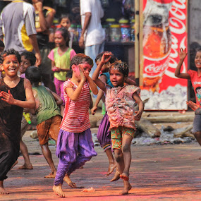 Children playing Holi in Mumbai/India by Konstanze Singenberger - Public Holidays Other ( dancing, color, children, holi )