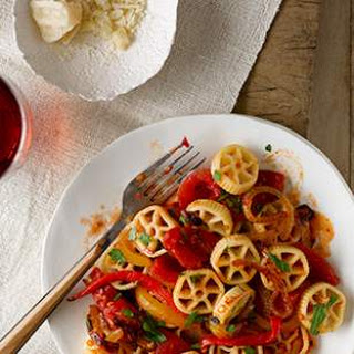 Cartwheel Pasta with Peppers & Onions