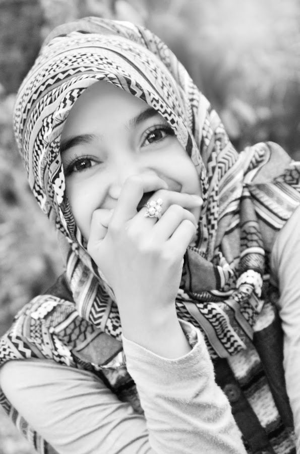 by Kabut Hitam - People Portraits of Women