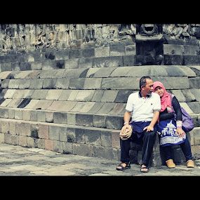 by Rully Kustiwa - People Couples ( temple, love, couple, canon eos 500d, borobudur,  )