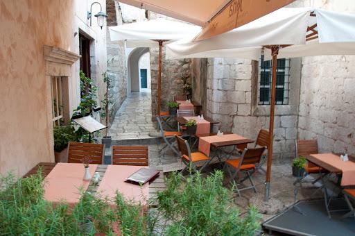 cafe-dubrovnik-croatia - Café in Dubrovnik, Croatia.