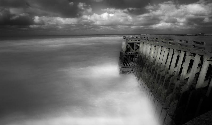 Le Ponton by Bruno Gueroult - Black & White Landscapes ( per, pentax kx, océan, dieppe, pose lente, noir et blanc, , black and white, b&w, landscape )