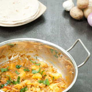 Easy Potato Cauliflower Masala - Aloo Gobi Curry {Nut-free Vegetarian}