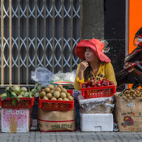 Selling fruits in Cholon  by Andre Minoretti - People Street & Candids ( fruit, cholon, asia, vietnam, saigon, street-life )
