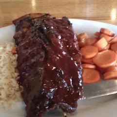 ribs, veggies & rice pilaf, yum!! good food!