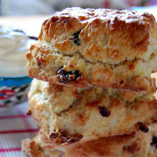 IRRESISTIBLE CRANBERRY CREAM SCONES