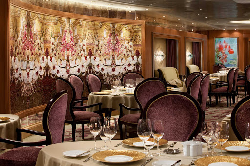 150 Central Park aboard Allure of the Seas offers guests a seasonal tasting menu, customized wine pairings and an upscale, intimate dining experience.