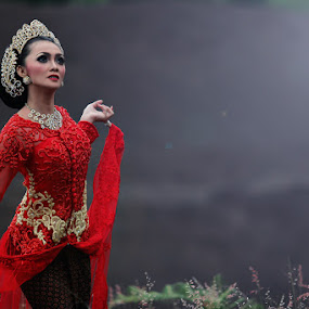 Sundanese Dancers by Alie Muhamad - People Portraits of Women