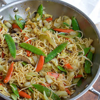 Easy Chow Mein Noodles with Vegetables.