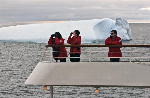 085d2AntarcticSound - Iceberg watching in the Antarctic Sound.