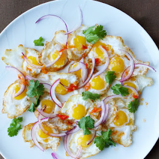 Thai Fried Egg Salad (Yam Khai Dao ยำไข่ดาว)