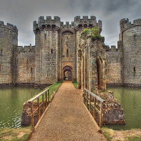 Bodiam Castle by Martin Hughes - Buildings & Architecture Decaying & Abandoned