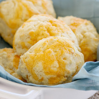 Easy Cheddar Cornmeal Biscuits