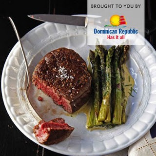 Filet Mignon With Béarnaise Sauce And Roasted Asparagus.
