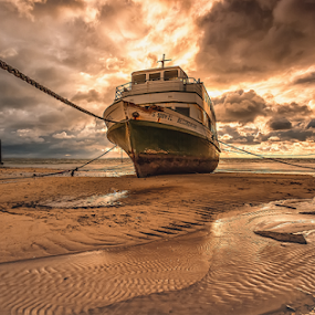 r e c o r d a ç ã o by António Leão de Sousa - Transportation Boats ( canon, water, wreck, boats, ships, waterscapes,  )