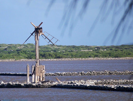 windmill-salt-cays-turks-caicos - An abandoned windmill on Salt Cay in Turks and Caicos.