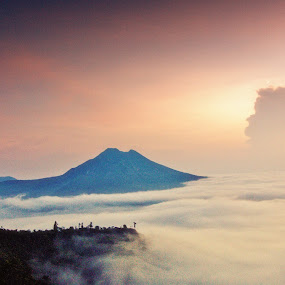 Above the clouds by Gde Muriarka - Landscapes Mountains & Hills ( bali, kintamani, cloud, morning, sunrice, batur mt )