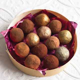 Easy Chocolate Truffles.