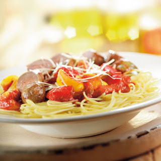 Spaghetti Met Saucijsjes,  Paprikamix En Tomatensaus