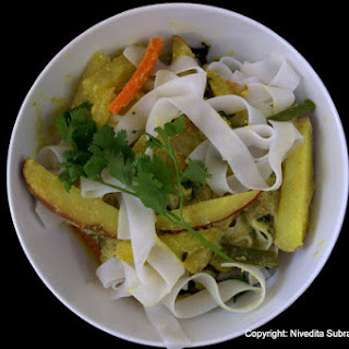 Avial stew with Banh pho noodles