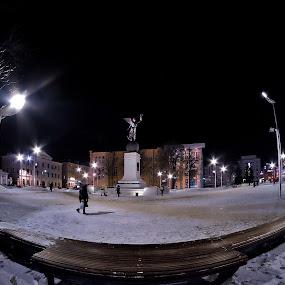 the square..around by Giuseppe Conti - City,  Street & Park  Street Scenes ( inverno, colore, street, scene di strada, architettura, paesaggio )