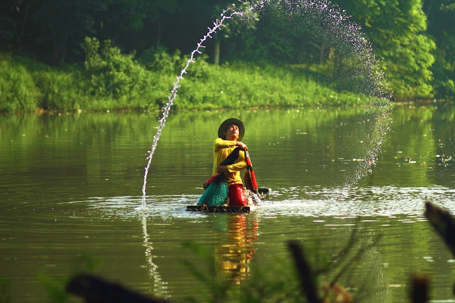 Weater by Satria Yoga.S - People Professional People ( profesional, lake, men, landscape, people )